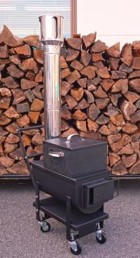薪ストーブですので薪が燃料です